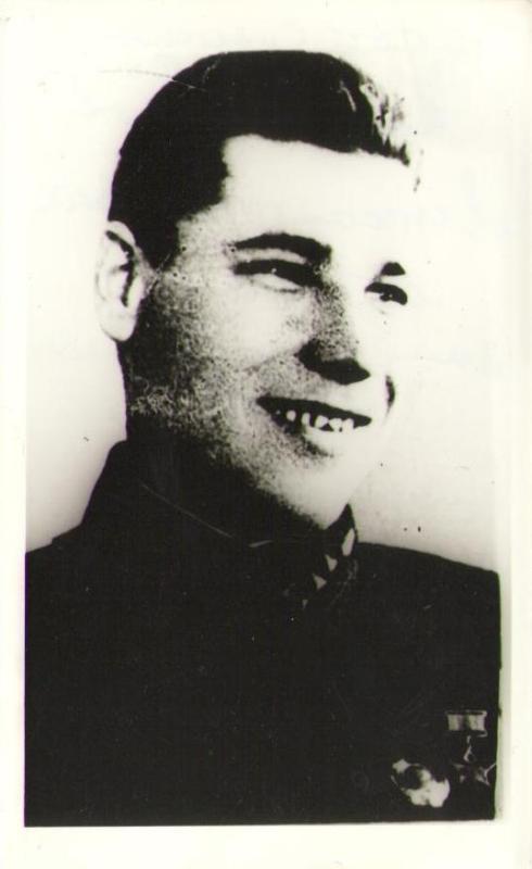 Криворотов Михаил Павлович, лейтенант, зам. командира по тех. части. Умер от ран 18.02.1943г., похоронен в Астрахани